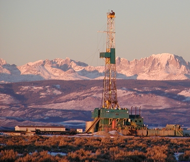 Drilling on the Pinedale Anticline. CREDIT: Photo by Linda Baker  http://www.wyomingoutdoorcouncil.org/blog/